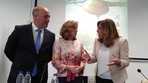 Romero (centro), junto a Susana Díaz y Antonio Ruiz