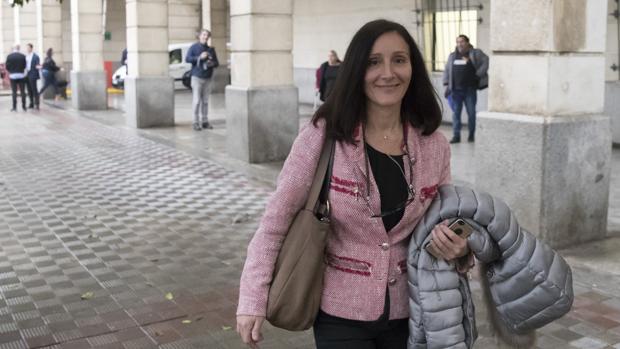La juez María Núñez Bolaños a su salida de los Juzgados de Sevilla
