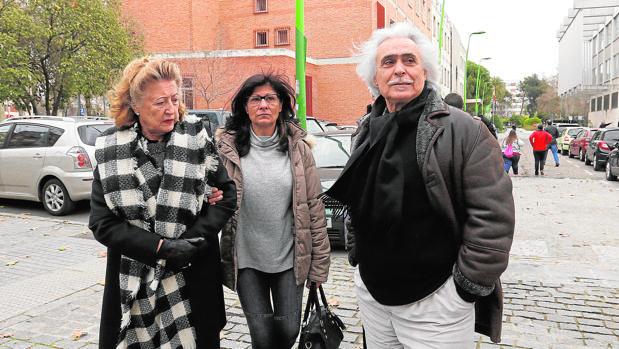 Rafael Gómez acompañado por su familia tras conocer la sentencia
