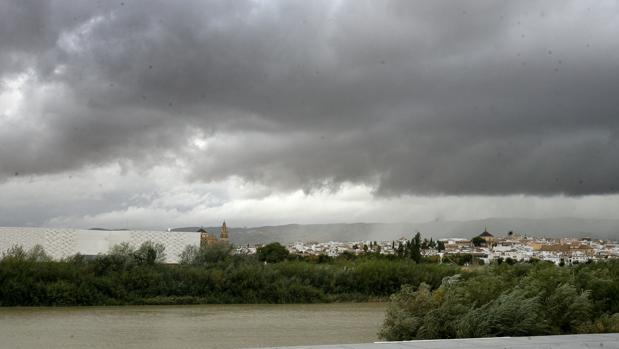 Cielo nuboso sobre la capital cordobesa