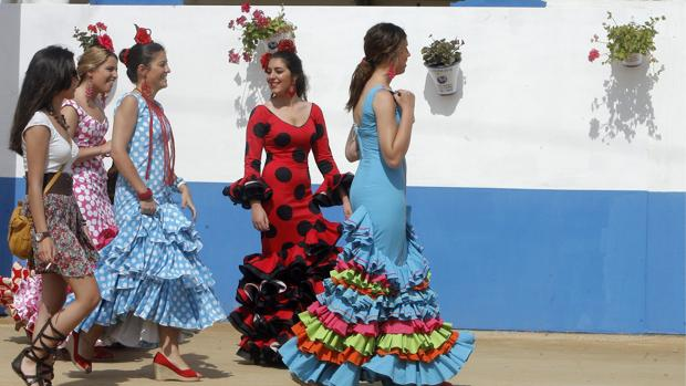 Un grupo de jóvenes en El Arenal