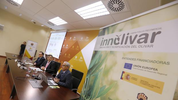 Presentación del acuerdo, ayer en la Universidad de Córdoba