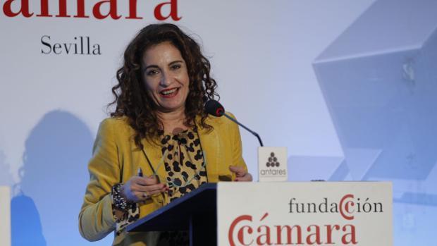 María Jesús Montero durante su conferencia en el Club Antares