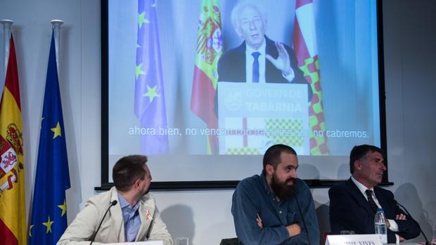 Portavoces de la Plataforma presentaron Tabarnia miesntras Boadella se invistió presidente virtual