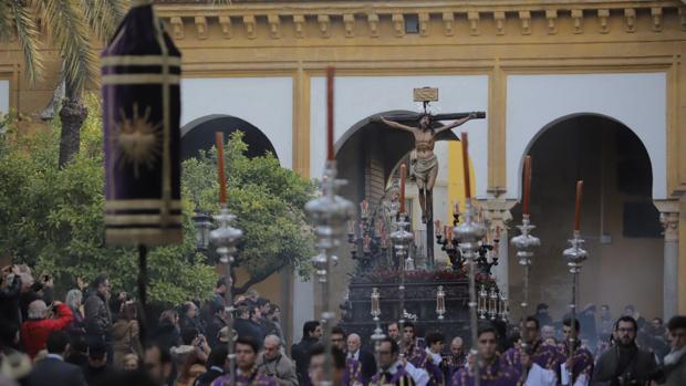 Cristo de la Expiración a su llegada a la Catedral