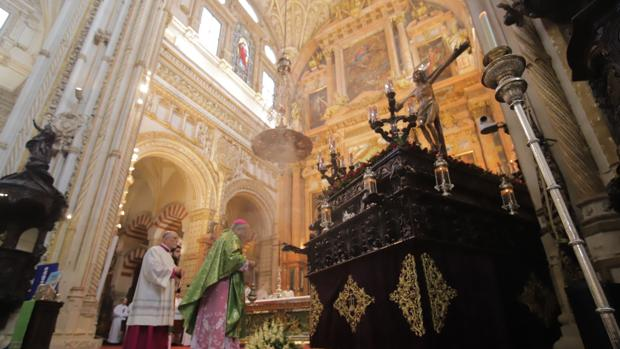 Interior de la Catedral durante la función principal