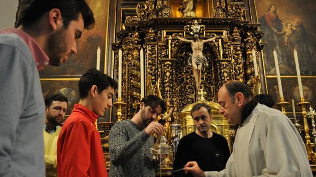 Fray Ricardo de Córdoba forma a los acólitos