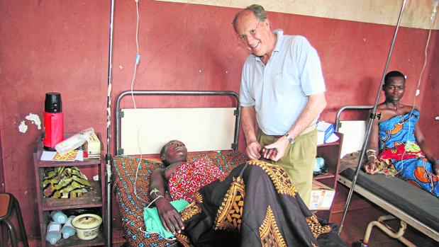 Carlos Pera, en un hospital de Bangassou, en la República Centroafricana