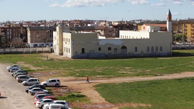 Imagen del edificio central de la prisión que se reconvirtió en centro cívico municipal