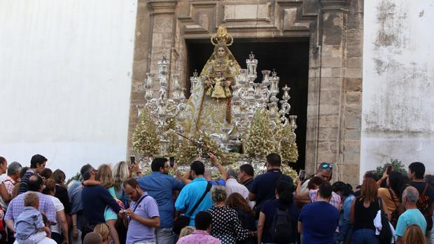 Fervor y devoción por la Virgen del Rosario que fue coronada canónicamente en 1947.