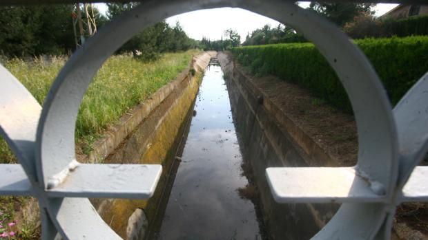 Canal del Guadalmellato a su paso por la avenida del Brillante
