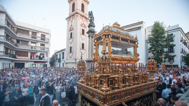 Hermandad del Sepulcro en procesión