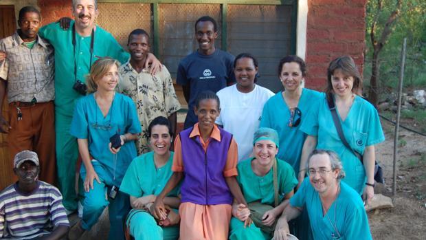 Médicos del Hospital de La Arruzafa en Tanzania