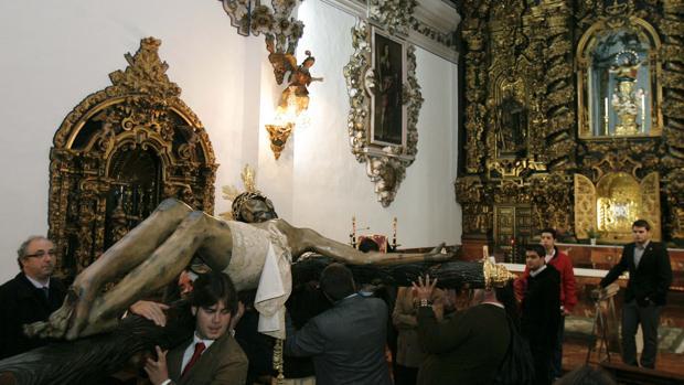 El Cristo de Gracia, tras su restauración en 2010, en el convento de la Encarnación