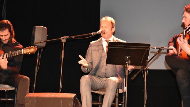 El cantaor David Pino, durante su actuación en Puente Genil