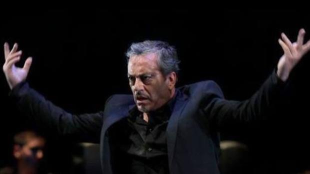 Javier Latorre durante una actuación