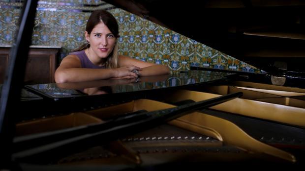 María Dolores Gaitán posa para ABC con un piano