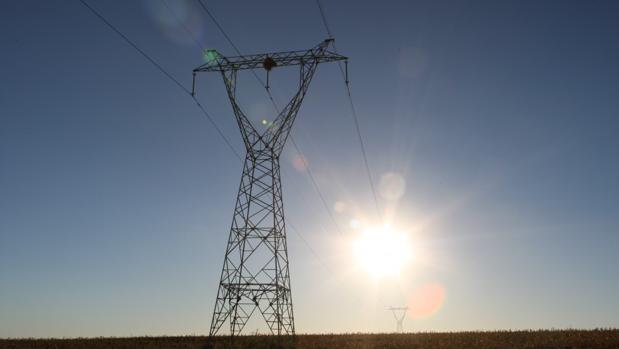 Torre de línea de media tensión