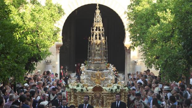 Procesión del Corpus Christi de Córdoba en el Patio de los Naranjos