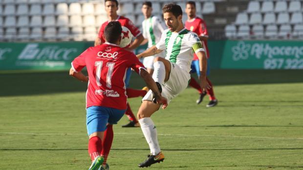 Jordi Ortega, durante un partido de esta temporada con el Córdoba B