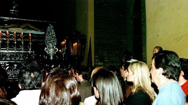 Álvarez Cascos viendo el Santo Sepulcro