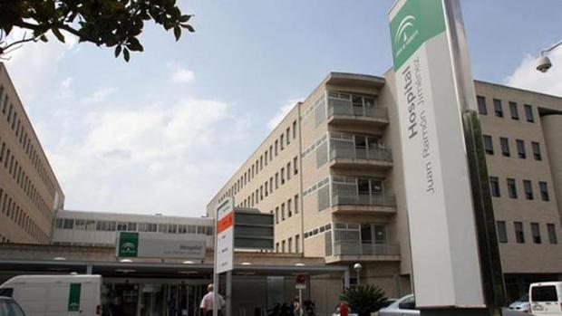 Acceso principal al hospital Juan Ramón Jiménez