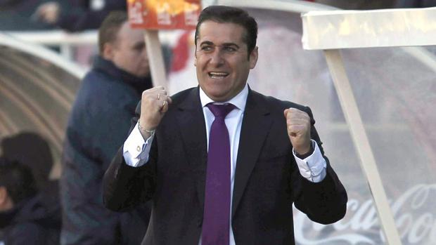 José Ramón Sandoval celebra un gol en su etapa en el Rayo Vallecano