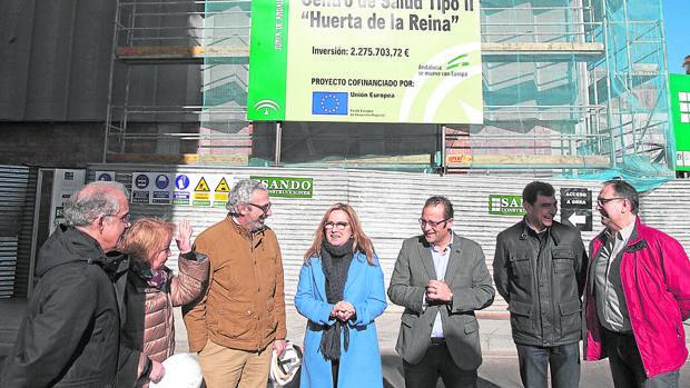 La delegada María Ángeles Luna visita las obras del centro de salud de Huerta de la Reina