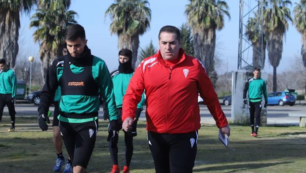 El entrenador del Córdoba CF, José Ramón Sandoval, en su primer entrenamiento