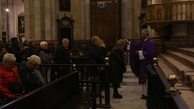 La eucaristía se celebró ayer en la Catedral.