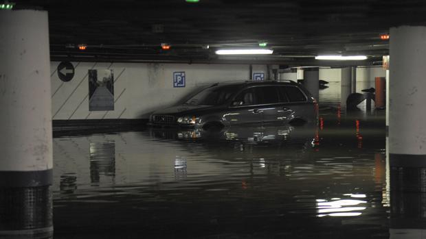 Un aparcamiento de Málaga inundado