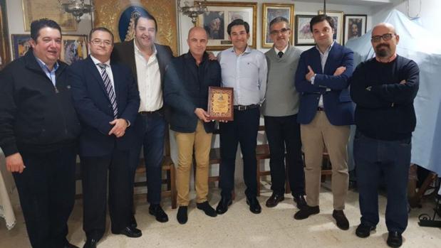 Entrega de las pasta a Jesús López Mata