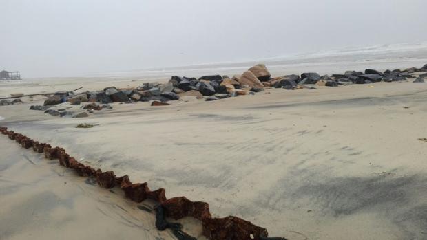 El temporal de la última semana ha dejado expuesto el muro de contención de Matalascañas