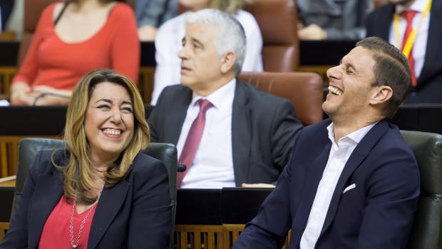 Susana Díaz, presidenta de la Junta de Andalucía, junto al futbolista del Betis Joaquín