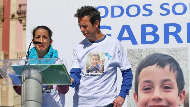 Los padres de Gabriel Cruz durante la concentración del pasado viernes
