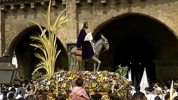 La hermandad de la Entrada Triunfal sale de San Lorenzo en 1993