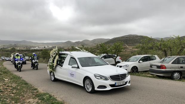 Llegada al cementario de Fernán Pérez