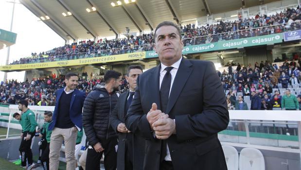 El técnico del Córdoba CF, José Ramón Sandoval, antes del partido ante el Lugo