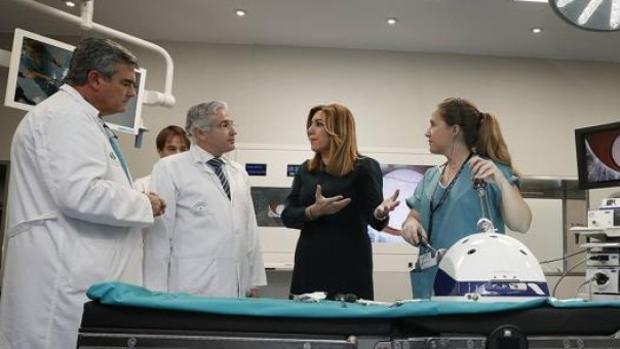 Susana Díaz visita un hospital andaluz.
