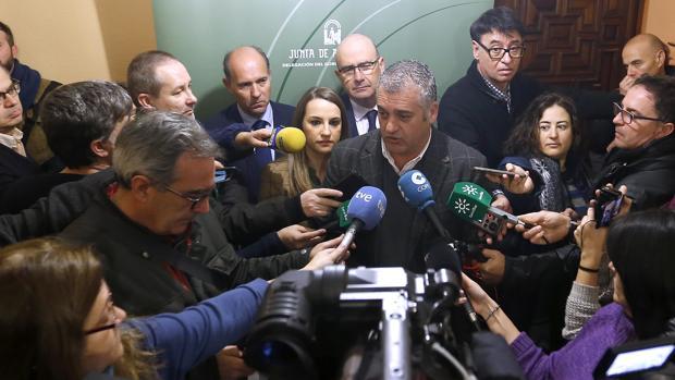 el consejero de Empleo, Javier Carnero, en una reciente visita a Córdoba