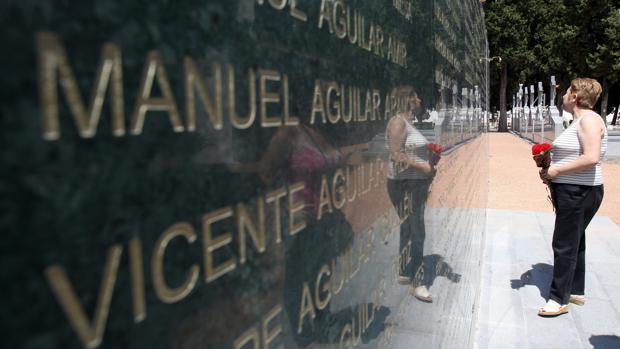 Muros de la memoria en el Cementerio de San Rafael