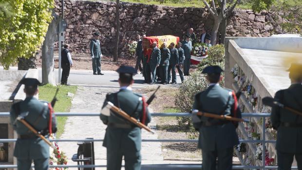 Momento del entierro de Diego Díaz