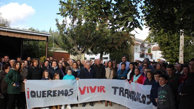 Vecinos de la zona sumida en un bache de inseguridad, en una manifestación de protesta