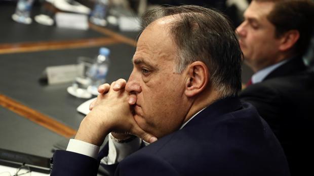 El presidente de LaLiga, Javier Tebas, con rostro serio