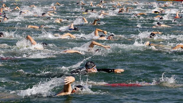Centenares de nadadores, en la última edición del Triatlón Ciudad de Córdoba