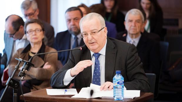 Antonio Fernández declara ante los miembros del tribunal de los ERE