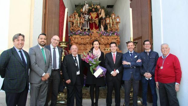 La directiva del Córdoba CF en su visita a la hermandad del Prendimiento