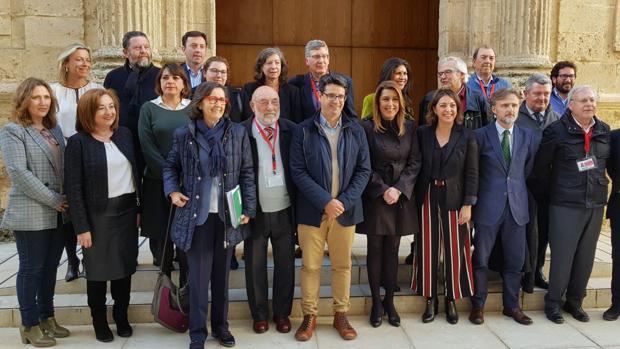La alcaldesa junto a la presidenta de la Junta de Andalucía y a otras autoridades, este miércoles