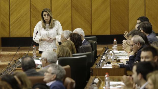 La presidenta de la Junta, Susana Díaz, durante la sesión de control al Gobierno andaluz de este jueves