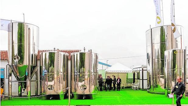 Exposición de tanques en la última Feria del Olivo de Montoro